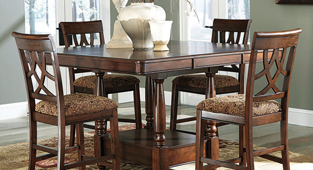 Leahlyn Counter Height Extension Table w/ 4 Barstools